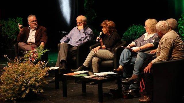 2ème à partir de la gauche Sylvain CYPEL lors d'un débat. Ouest-France